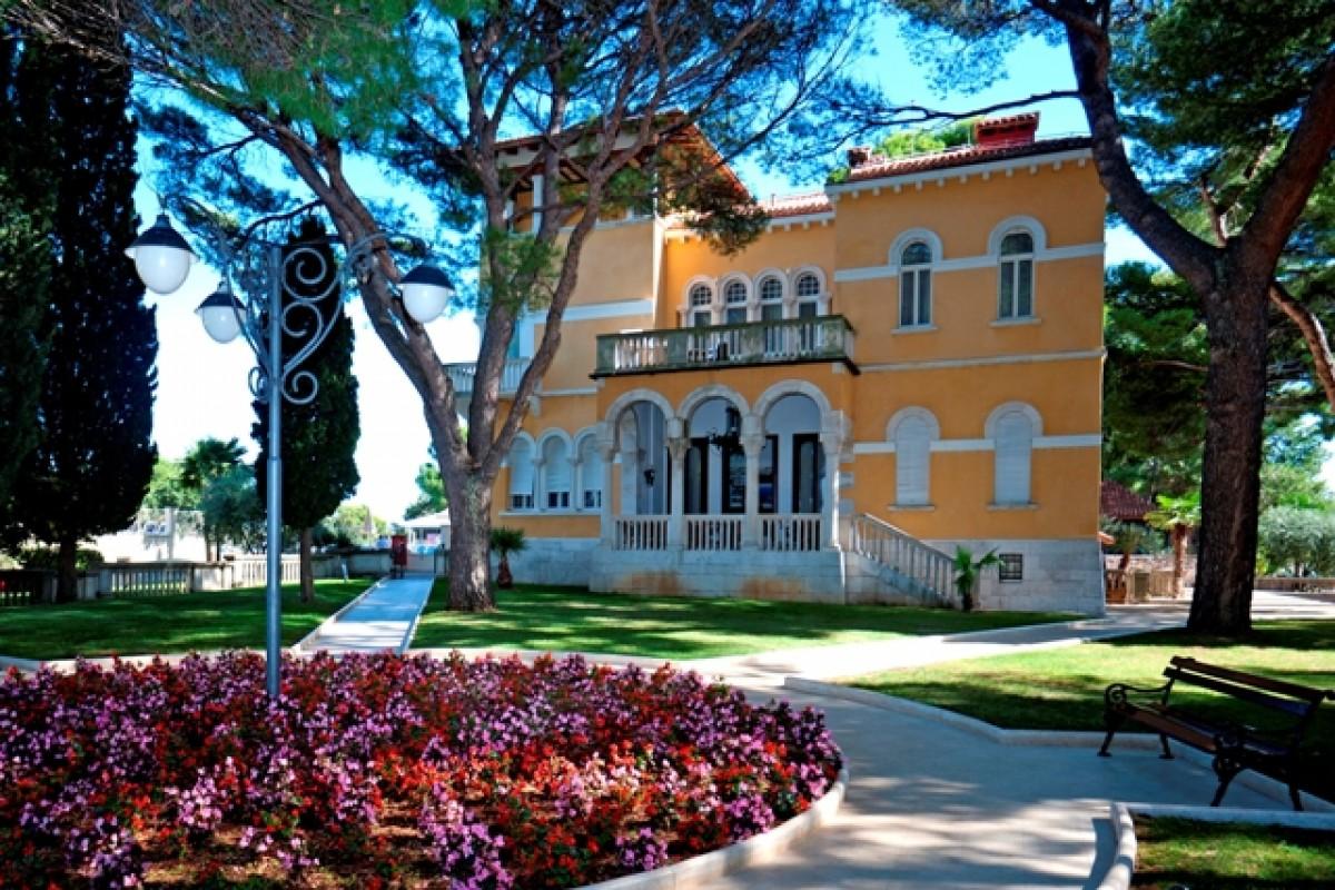 Laguna Bellevue Apartments Studio And Villas